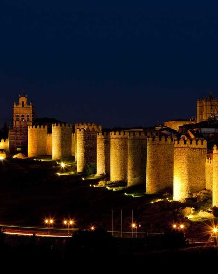 Go back in time in Ávila. Do not miss our ...